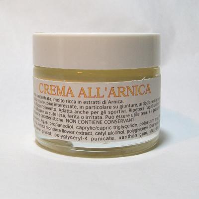 Con i bellissimi fiori gialli dell'Arnica montana prepariamo gli estratti che sono l'elemento caratterizzante della nostra crema.