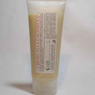 La crema nutriente alla Calendula è molto concentrata, contiene il 30% di Calendula officinalis, ideale per le pelli secche, irritate e delicate. Lenisce ed attenua i rossori e le piccole abrasioni e protegge la pelle.