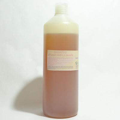 Questo shampoo contiene sostanze funzionali come l'Hennè neutro in polvere,che dona forza, lucentezza, volume e vitalità anche ai capelli più fragili,deboli, tendenti alle doppie punte.