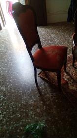 Cristalliera con tavolo e sedie